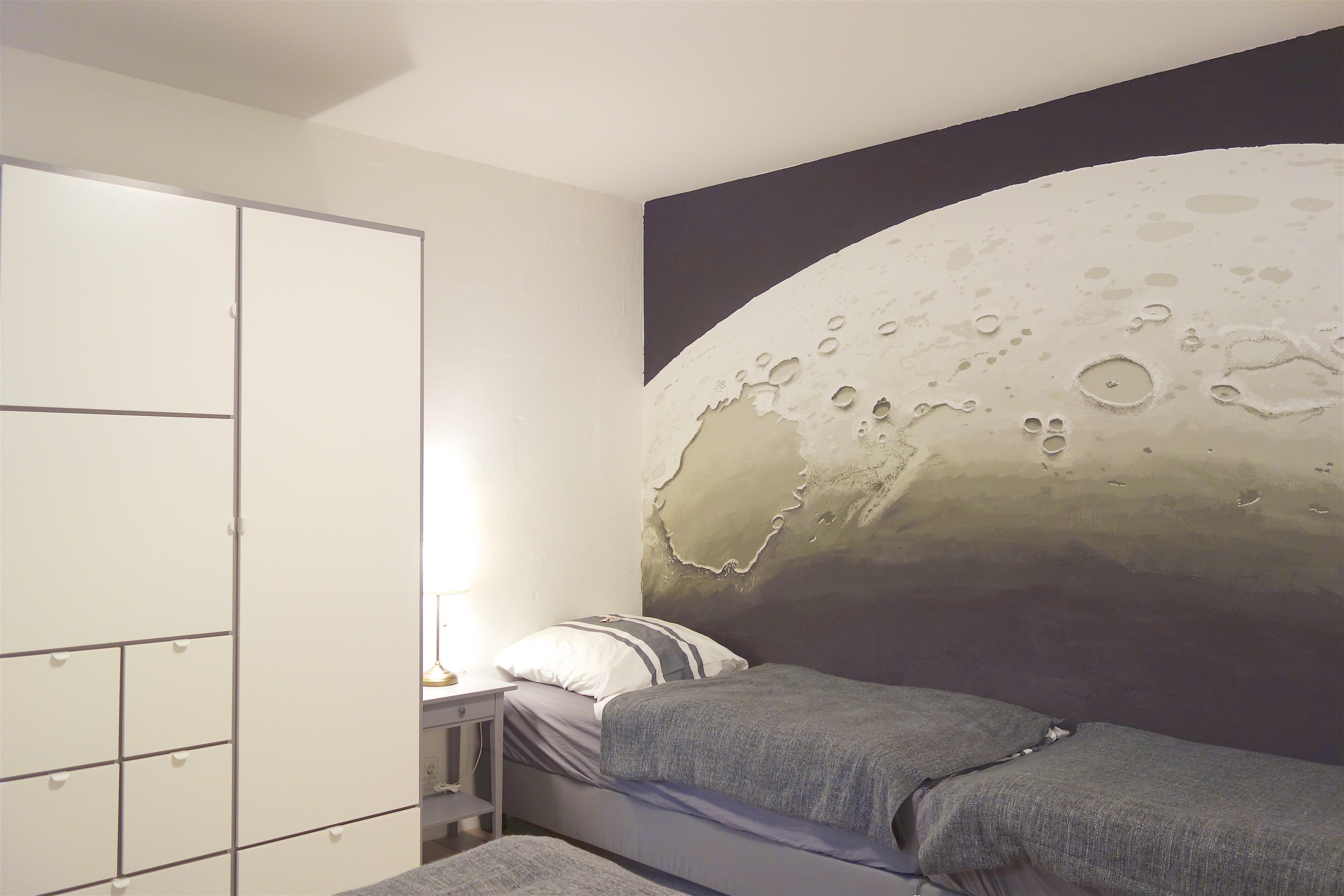 Schlafzimmer. Zwei zusätzliche Betten und Kleiderschrank