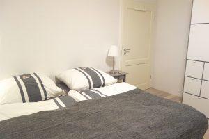 Schlafzimmer. Eingang und Kleiderschrank